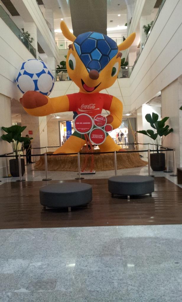 Mascote da Copa Shopping Tijuca (Foto: Rafael Junqueira/Mundo Pauta)