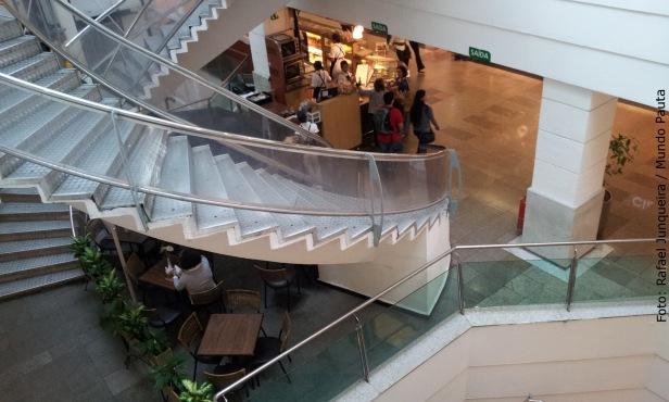 Shopping Tijuca - Escada espiral (Foto: Rafael Junqueira / Mundo Pauta)