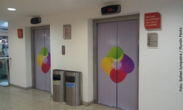 Shopping Tijuca - Uso preferencial do elevador (Foto: Rafael Junqueira / Mundo Pauta)