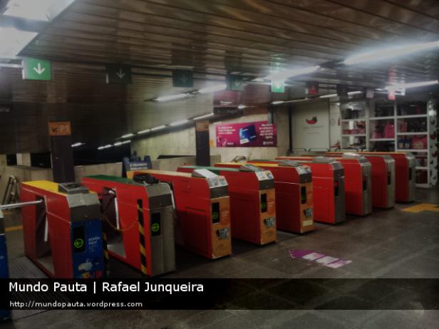 Catracas no Metrô Rio - Saens Pena (Foto: Rafael Junqueira\Mundo Pauta)