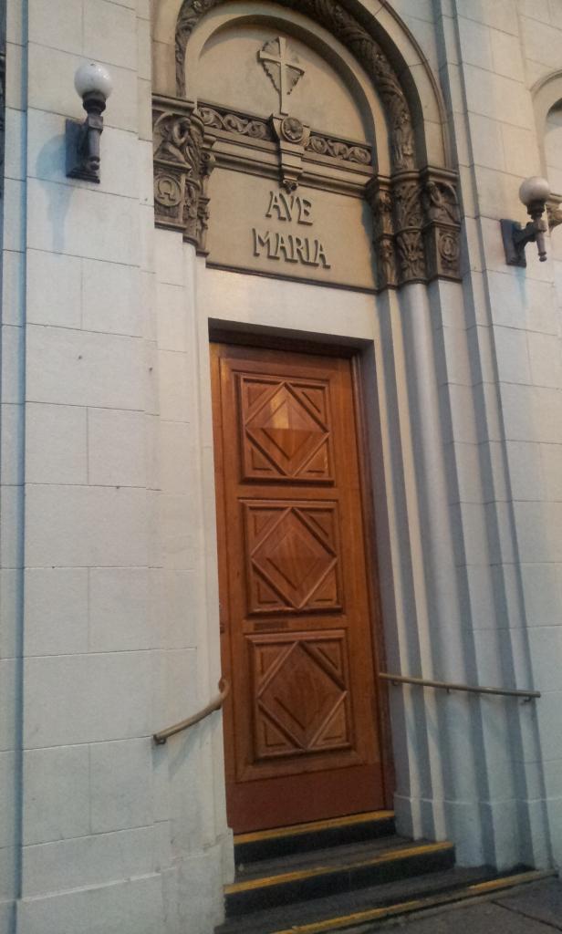 Porta lateral direita - Ave Maria (Foto: Rafael Junqueira/ Mundo Pauta)