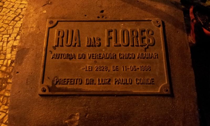 Placa de nomeação do trecho da Major Ávila (Foto: Rafael Junqueira/ Mundo Pauta)