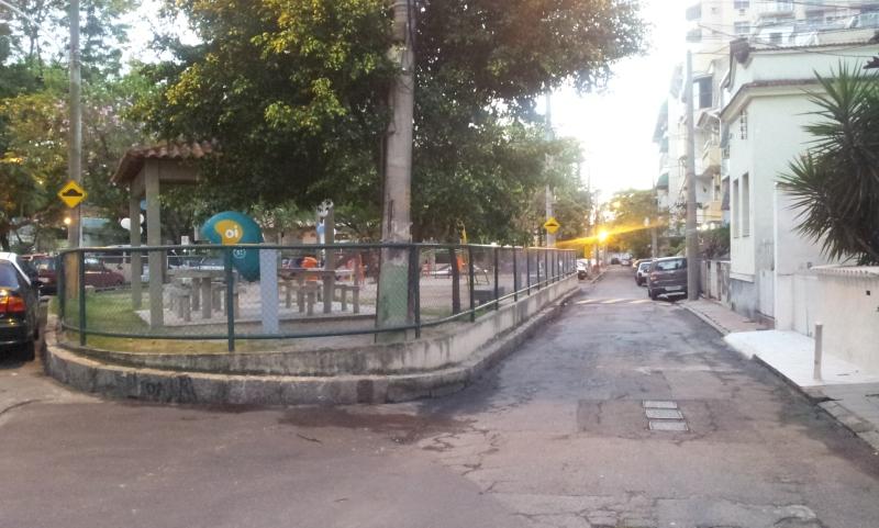 Praça Dulce contornada pelas Ruas General Marcelino e Dulce - Tijuca (Foto: Rafael Junqueira / Mundo Pauta)