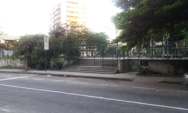 Entrada da Praça La Saigne - Tijuca (Foto: Rafael Junqueira / Mundo Pauta)