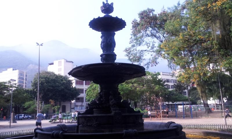 Chafariz da praça - O ponto central (Foto: Rafael Junqueira / Mundo Pauta)