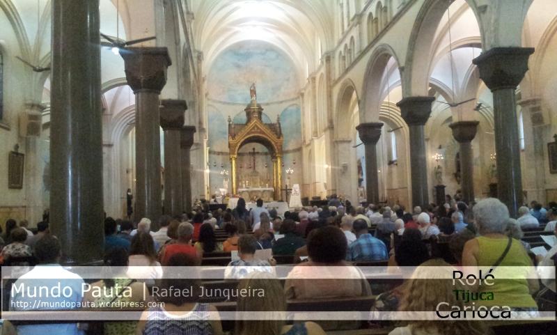 Lado interno da Igreja Santo Afonso - Durante a missa (Foto: Rafael Junqueira / Mundo Pauta)